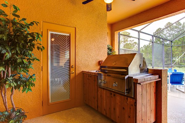 Built-in Grill,sink and pool bathroom