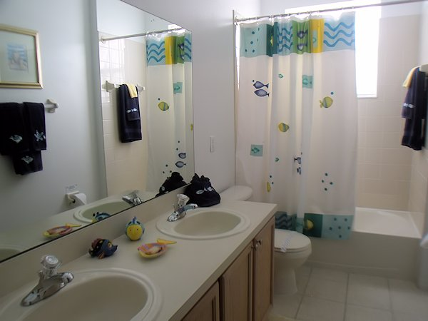 twin bathroom between both twins rooms