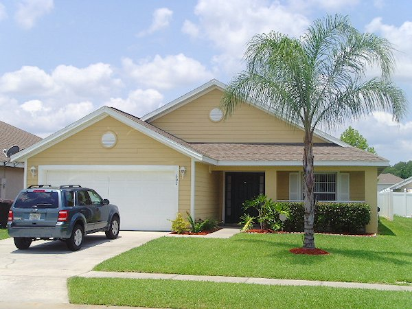 4 Bed Florida Villa sleeps 9. Private Pool. Wi-Fi. Games Room.
