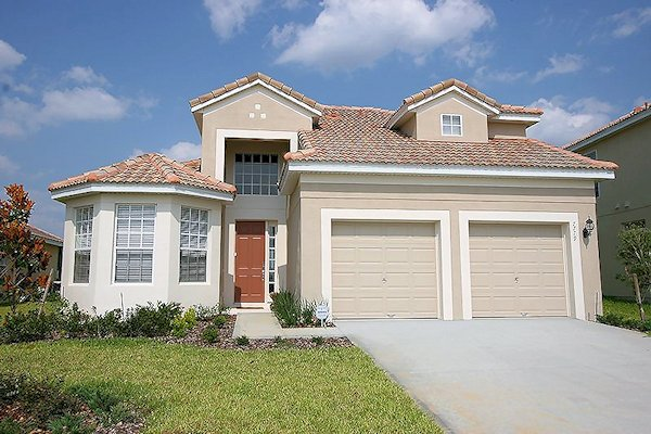 5 Bed Florida Villa sleeps 13. Private Pool. Wi-Fi. Games Room.