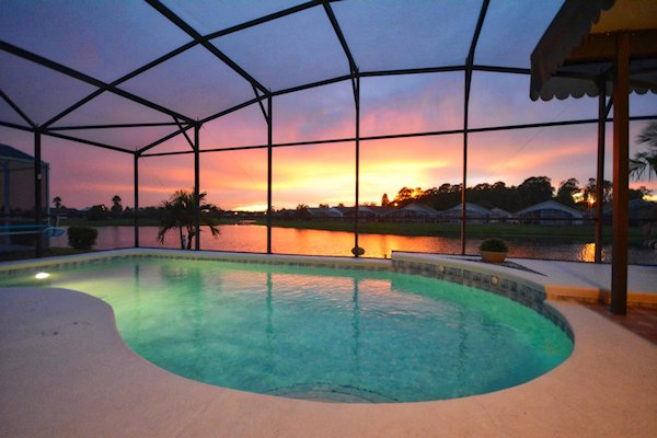 4 Bed Florida Villa sleeps 8. Private Pool. Wi-Fi. Games Room.