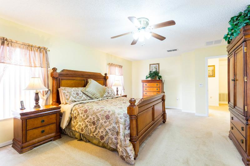 king bedroom with very large living area and cable tv
